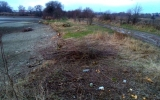 okolí rybníka bylo zasypáno odpadky
