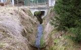 stržová eroze v korytě potoka