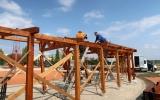 probíhající stavba altánu