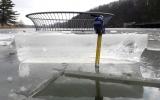 Tloušťka ledu na vodním díle Džbán