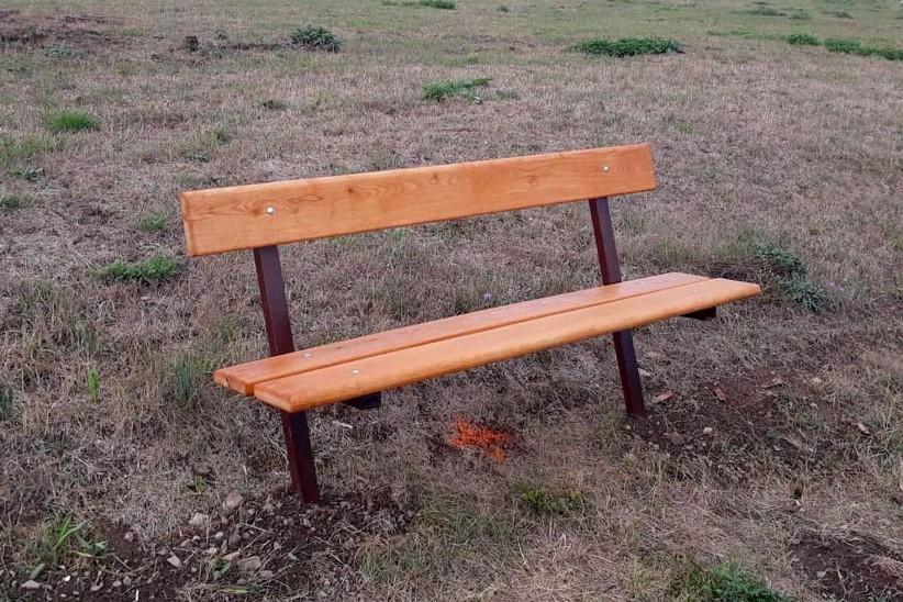 lavička na Třešňovce