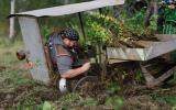 výsadba stromků pomocí sázecího stroje