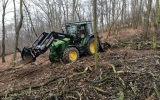Univerzální kolový traktor do pražských lesů