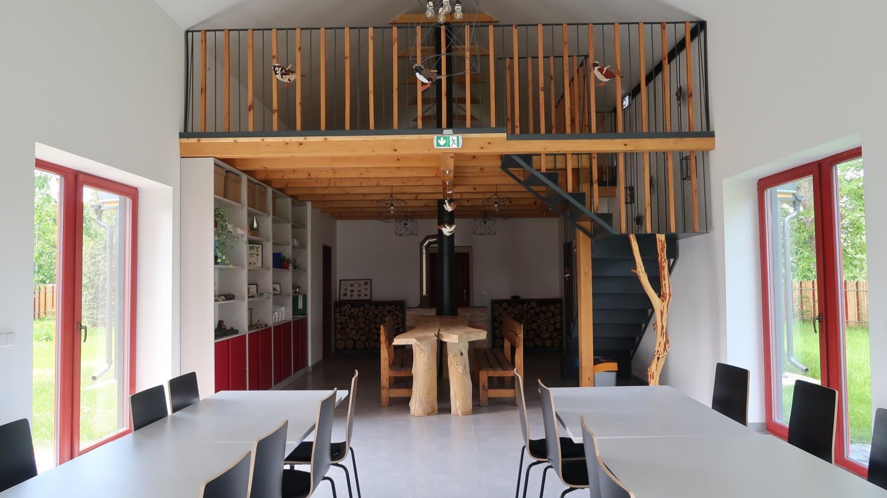 Dřevák - interier - učebna