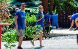 Dobrovolníci ze společnosti Nielsen nám pomáhali v zookoutku v Malé Chuchli